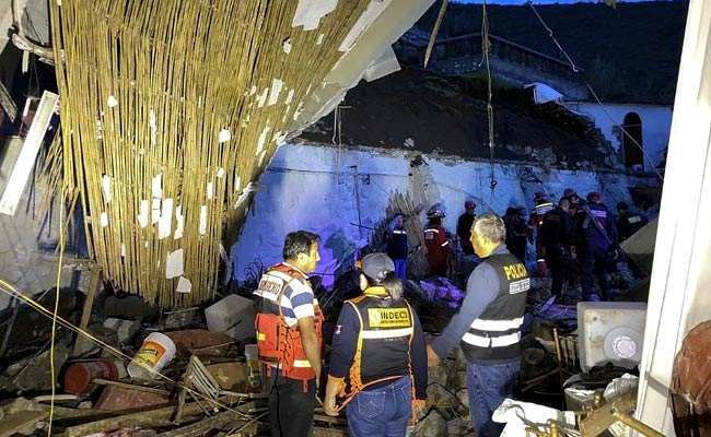At least 15 dead in mudslide at hotel in Peru: mayor