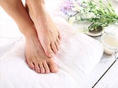 सर्दियों में पैरों की देखभाल के लिए इस्तेमाल करें ये 5 ब्यूटी प्रोडक्ट्स