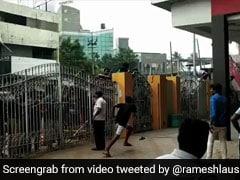 'विश्वासम' की एडवांस बुकिंग के लिए मच गया गदर, दीवार और गेट फांदकर पहुंचे फैन्स- देखें Video