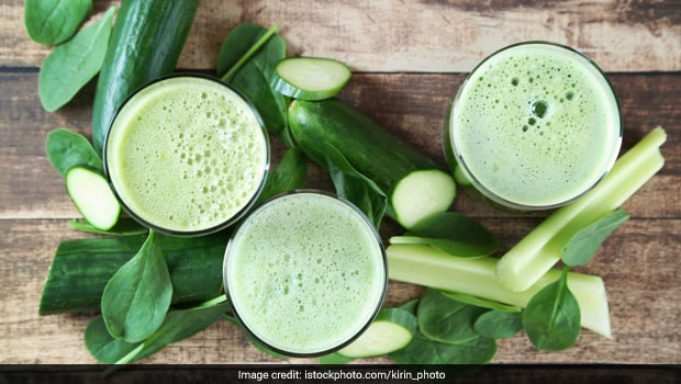 Weight Loss: Celeb Nutritionist Rashi Chowdhary Shares Low-Cal Green Alkaline Juice Recipe