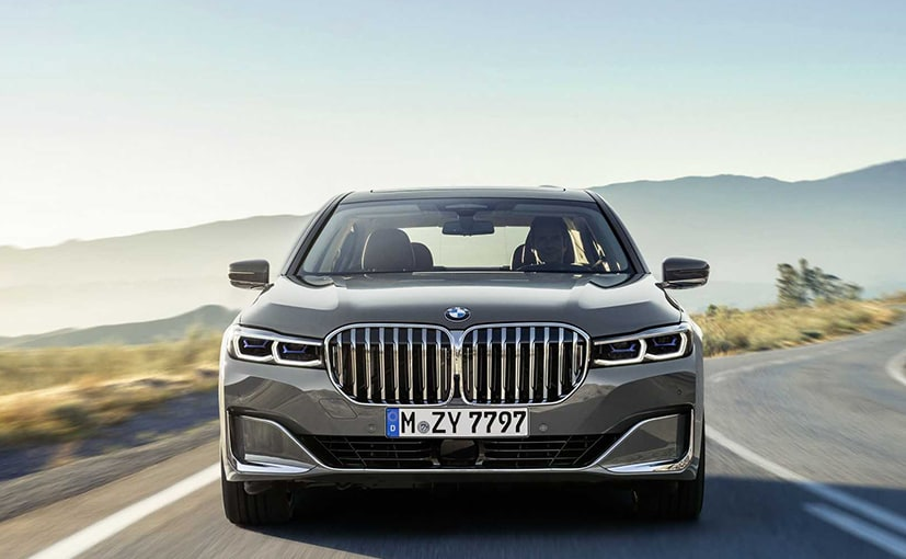 BMW updates 7 Series with gargantuan grille, latest tech