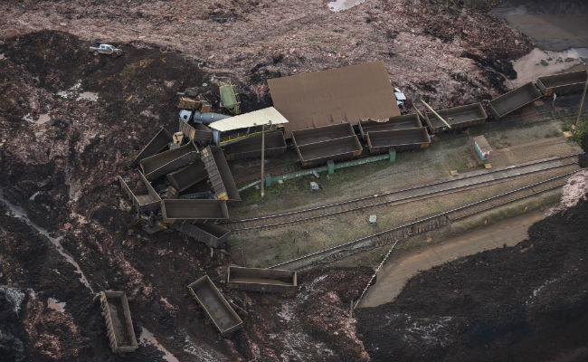 9 Dead, 300 Missing After Dam Collapses In Brazil