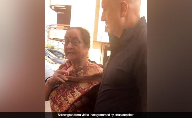Video: अनुपम खेर की मॉम ने अनिल कपूर पर किया ऐसा कमेंट, सोशल मीडिया पर मच गया हंगामा