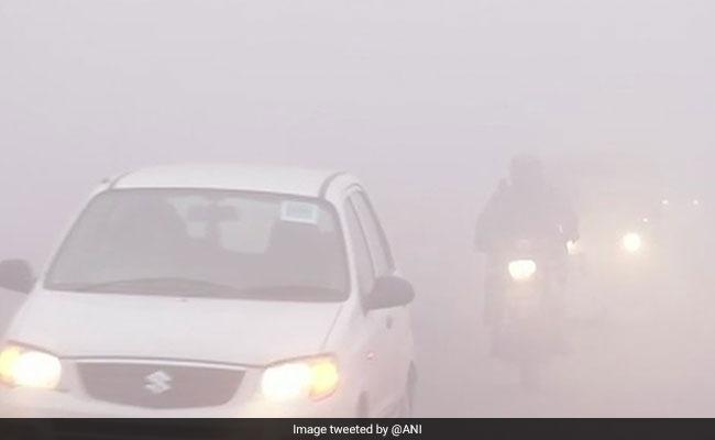 दिल्ली-एनसीआर में घना कोहरा, फ्लाइट्स और रेलगाड़ियों पर असर, मौसम विभाग ने इन राज्यों को लेकर जारी की चेतावनी