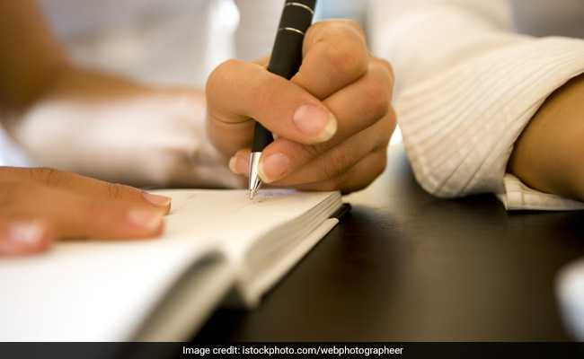 Are You A Lefty Or Righty? This Could Determine Your Handedness