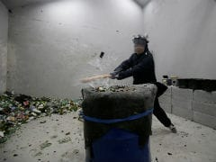 """All The Rage: Beijing's """"Anger Room"""" Lets People Smash Away Their Stress"""