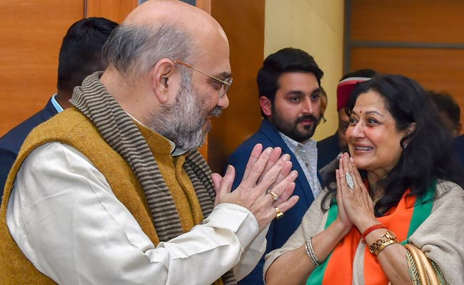 Veteran Actor Moushumi Chatterjee Joins BJP, May Contest Lok Sabha Polls