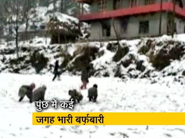 Videos : जम्मू-कश्मीर में बर्फ़ से पहाड़ हुए सफ़ेद