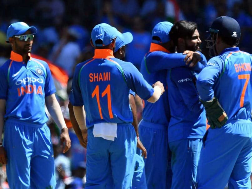 India Vs Australia Live Score 2nd Odi Virat Kohli Ms Dhoni Anchor To Victory Level Series 1