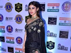 Like Mouni Roy, Stun In An Embellished <i>Saree</i> For Your Next Party