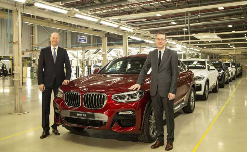 Dr. Jochen Stallkamp, MD, BMW India and Dr. Hans-Christian Baertels, President BMW India with the X4.