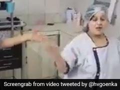 प्रेग्नेंट महिला ने डॉक्टर के साथ किया बिंदास डांस, अनुष्का शर्मा के गाने पर कुछ यूं झूमीं, देखें VIDEO