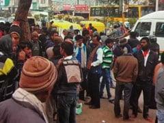 बेरोजगारी : नोएडा के लेबर चौक पर दिहाड़ी तलाशते पोस्ट ग्रेजुएट और ग्रेजुएट