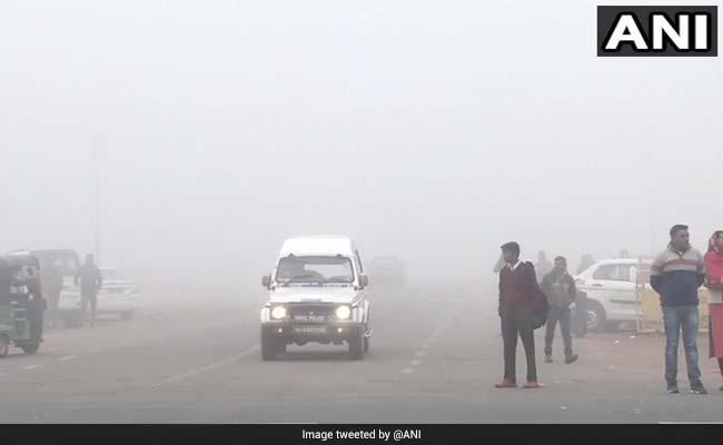 Delhi Weather: दिल्ली-NCR में बदला मौसम का मिजाज, कई इलाकों में धूल भरी आंधी