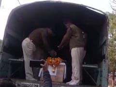 Pulwama Attack: प्रयागराज से जबलपुर ले जा रहे थे शहीद जवान का शव, कटनी में रुके तो उमड़ पड़ी भीड़