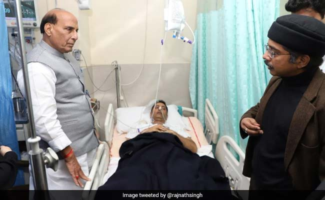 Rajnath Singh Visits Cop Injured In Jammu And Kashmir Pulwama Encounter