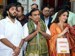 Mukesh Ambani, Wife Nita Offer Son Akash's Wedding Card At Siddhivinayak
