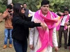 सुष्मिता सेन ने 'चुनरी चुनरी' सॉन्ग पर दूल्हे के साथ किया ढिंचैक डांस, Video हुआ वायरल