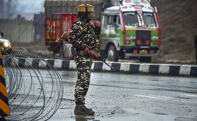 At least 40 killed in Kashmir bomb attack on Indian paramilitary