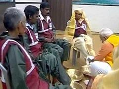 কুম্ভমেলায় গিয়ে কী করলেন প্রধানমন্ত্রী নরেন্দ্র মোদী