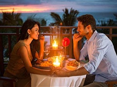 Romantic Shayari: इश्क़ नाज़ुक-मिज़ाज है बेहद, अक़्ल का बोझ उठा नहीं सकता... वैलेंटाइंस डे पर कम शब्दों में कहें दिल की बात
