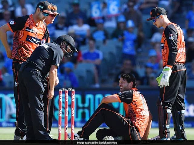 Nathan Coulter-Nile Collapses On Field After Suffering Vertigo During BBL Match