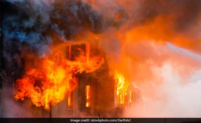कुंभः जिस कैंप में सो रहे थे बिहार के राज्यपाल , उसमें अचानक लगी आग, बाल-बाल बचे