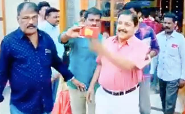 'திரும்ப திரும்ப பண்ற நீ!'- மீண்டும் செல்போனை தட்டிவிட்டாரா சிவக்குமார்?