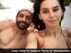 Pics From Farhan Akhtar And Girlfriend Shibani Dandekar's Beach Vacay
