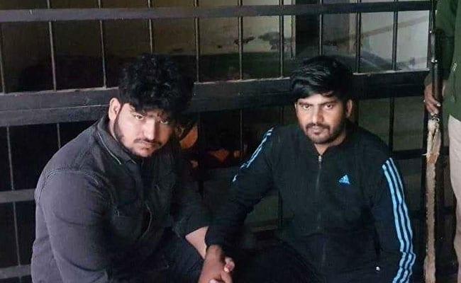नोएडा में गार्ड को गोली मारने वाले दो इनामी बदमाश गिरफ्तार