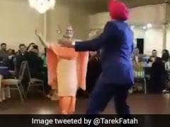 VIDEO: शादी की 50वीं सालगिरह पर सरदार जी ने पत्नी के साथ किया ऐसा डांस, देखते रह गए परिवारवाले