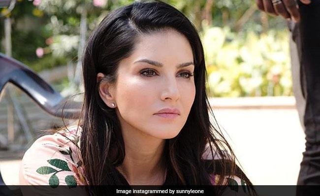 Sunny Leone ने वैलेंटाइन्स डे का हिंदी में कर डाला अनुवाद, Viral Video देख रह जाएंगे हैरान