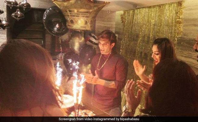 बिपाशा बसु ने यूं मनाया पति करन सिंह ग्रोवर का बर्थडे, इंटरनेट पर वायरल हुआ Video