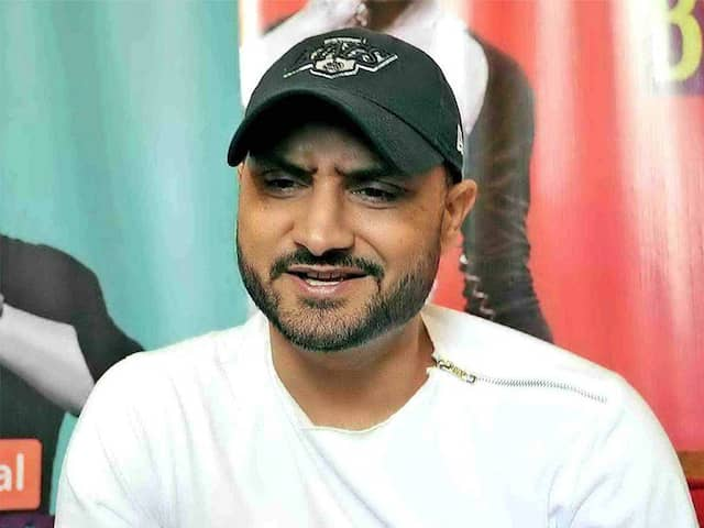 World Cup 2019: Harbhajan Singhs reply to Basit Alis allegations