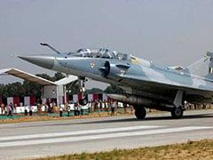 IAF Air Strikes Live Updates: विदेश मंत्रालय ने पाकिस्तान से IAF पायलट की सुरक्षित वापसी की मांग की