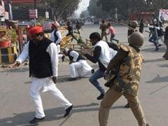 अखिलेश यादव को रोकने पर प्रयागराज में भड़के सपा कार्यकर्ता, विरोध प्रदर्शन के दौरान पुलिस की लाठीचार्ज में सांसद धर्मेंद्र यादव समेत कई नेता घायल