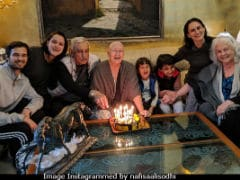 Nafisa Ali, Battling Cancer, Celebrates 39th Anniversary With Major Fam-Jam