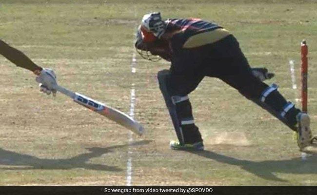 MS Dhoni की तरह रन-आउट कर विकेटकीपर ने किया हैरान, देखता रह गया बल्लेबाज, देखें VIDEO