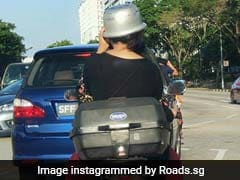 हेलमेट नहीं मिला तो लड़की ने सिर पर पहन लिया कुकर, खूब वायरल हो रही है Photo