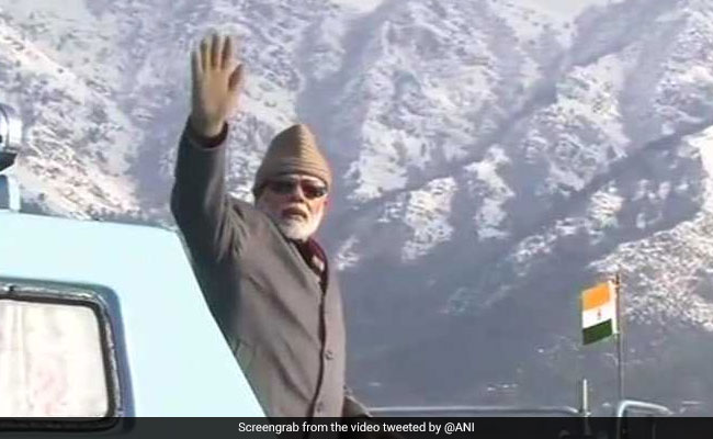 'Waving At Imaginary Friends': Mehbooba Mufti Jabs PM Modi On Dal Lake Tour