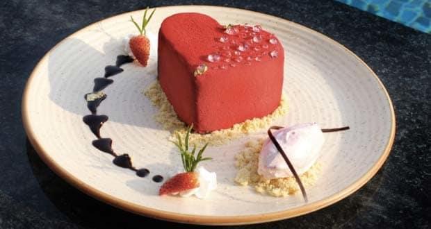 रसबेरी बैवरॉइज़ विद रोज गेलाटो