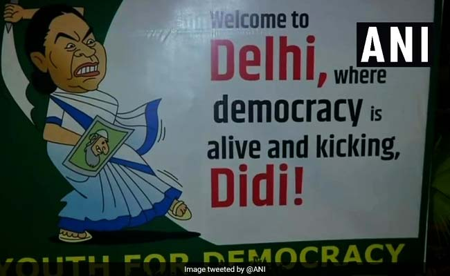 'Welcome To Delhi,' Say Cheeky Banners Ahead Of Mamata Banerjee's Protest