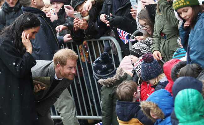 UK Crowds Brave Snow To Welcome Prince Harry, Wife Meghan