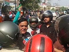 रायपुर : बीजेपी के कार्यक्रमों को कवर करते हुए हेलमेट पहने नजर आ रहे पत्रकार!