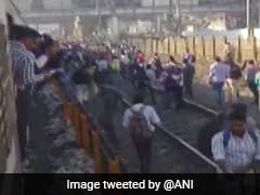 Pulwama Attack:मुंबई के नालासोपारा में जनता का भड़का गुस्सा, रेलवे ट्रैक पर प्रदर्शन से ट्रेनों का संचालन ठप