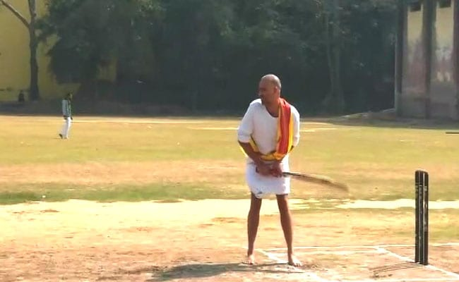Cricketers In Dhoti Kurta, Sanskrit Commentary: UP Organises Unique Match