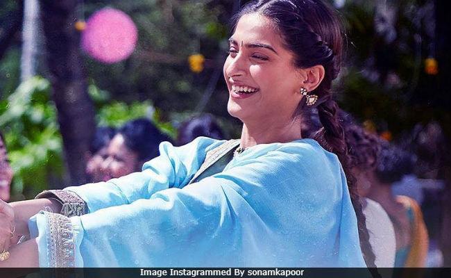 Foreign Media On Sonam And Anil Kapoor's Ek Ladki Ko Dekha Toh Aisa Laga