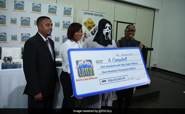 Man accepts lottery jackpot in 'Scream' mask