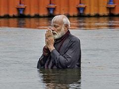 प्रधानमंत्री नरेंद्र मोदी ने प्रयागराज कुंभ में लगाई डुबकी, संगम पर पूजा-अर्चना की