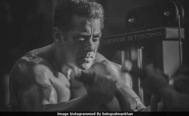Viral: On Valentine's Day, The Internet Is Crushing On This Pic Of Salman Khan